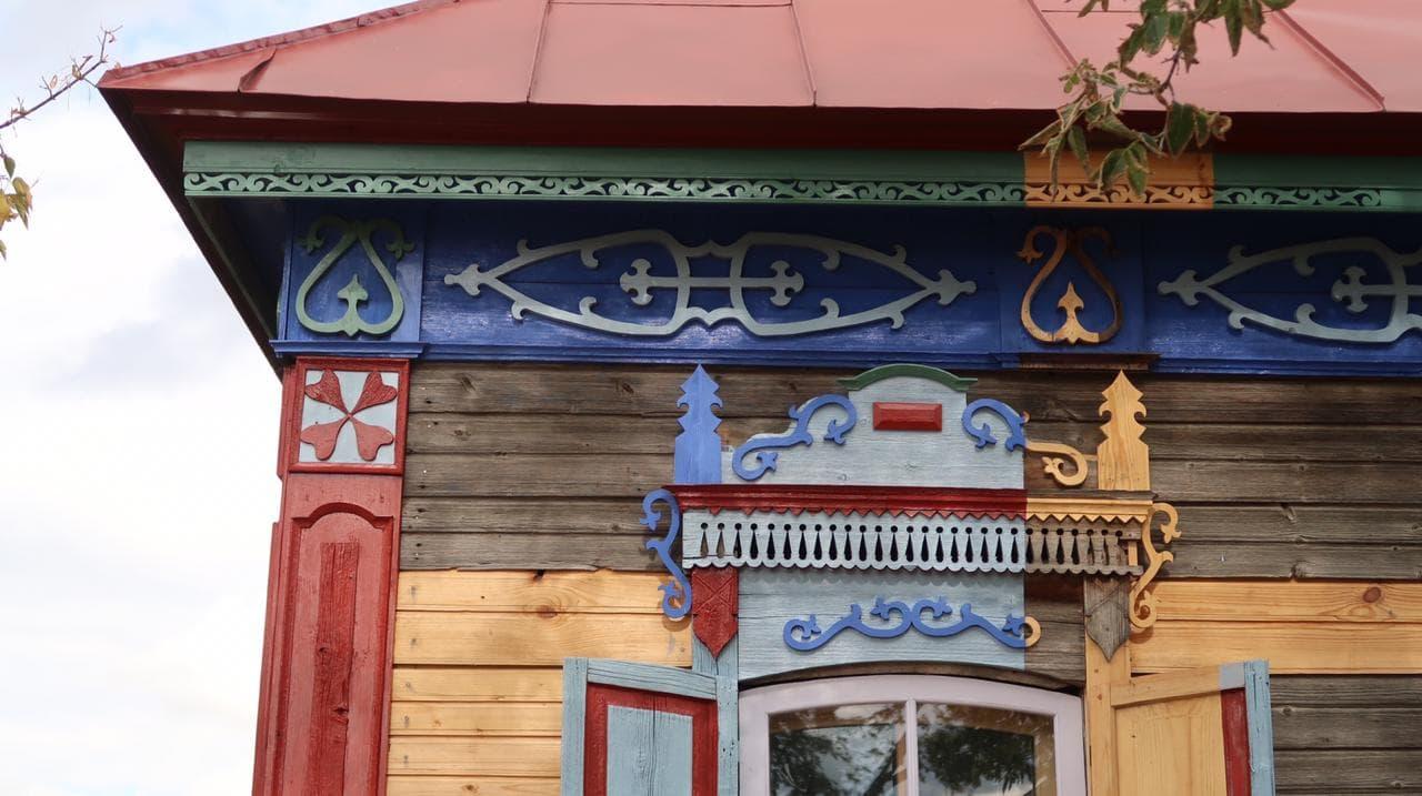 дом со львом левое окно